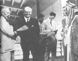 Открытие станции в Нахараиме. С Рутенбергом - Верховный Комиссионер Палестины Эдгар Вакоп и король Заиорданья Абдула.