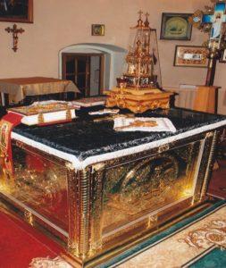 Подарок Свято-Вознесенской церкви Негребы Г.П. – Еванглие в позолоченном окладе, позолоченная дарохранительница и позолочен