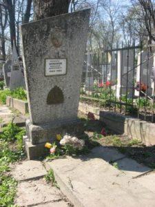 Могила Миколи Бажанова