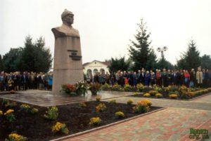 Пам'ятник командарму Федьку.
