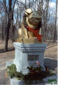 Пам'ятник свині, фестиваль гумору в Ромнах.