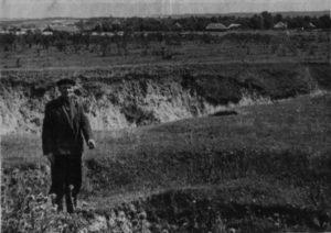 Казиміров І.С. показує місце розстрілу сестер Однопозових і Однопозова О.І.