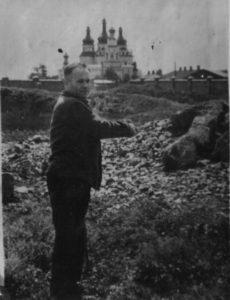 Якименко Х.Ф. показує місце на території Роменської тюрмы, де він разом з іншими карателями разстрілював радянських патріотів.
