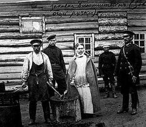 Софія Блюмштейн (1846-1902 рр.ж.), знаменита Сонька Золота Ручка, у кайданах. Антон Чехов відвідав її на Сахаліні, звідки вона вже не повернулася. Світлина 1890-х рр.