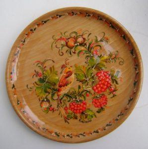 Петриківський розпис на тарілці