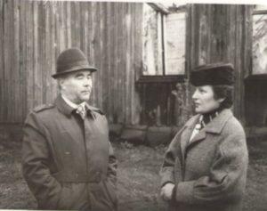 М. Турченко та О. Малко біля рештків храму