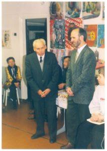 Засновник художньої школи, директор заводу АТС Щербаков В.С. (ліворуч) та директор художньої студії «Мистецтво» Кібець А.М.