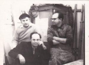Фото Ярошенка М.Ю. з художниками (праворуч Кизенко Н.М)