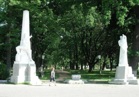 Пам'ятник Прометей роботи Кавалерідзе в Ромнах.