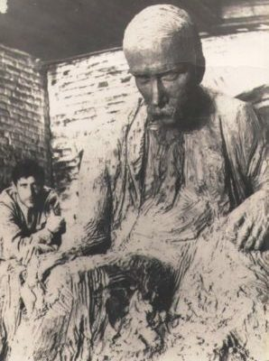Іван Кавалерідзе в майстерні за роботою, 1918 р.