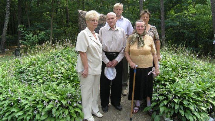 Надія Карпенко з ветеранами Великої Вітчизняної Війни.