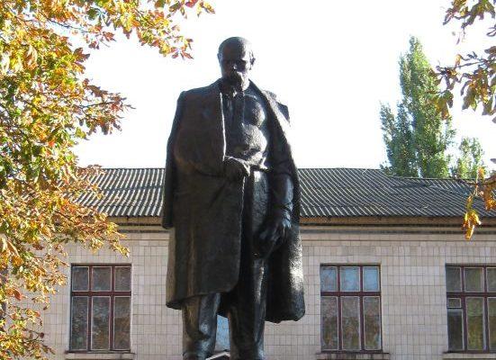 Пам'ятник Т. Г. Шевченку в Недригайлові