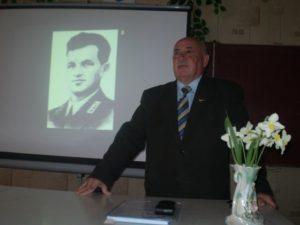Віктор Устенко презентує книгу «Крилаті сини Сумщини» у Хмелівській загальноосвітній школі І-ІІІ ступенів