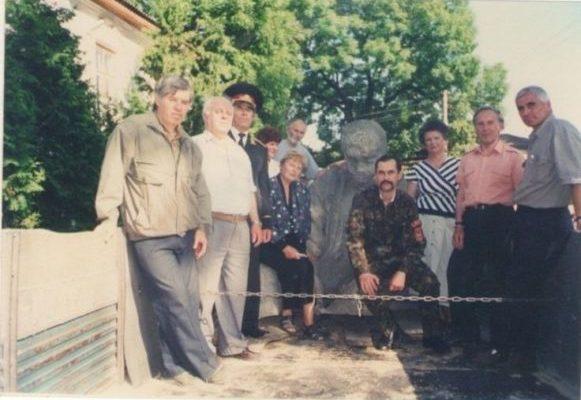 Проврди пам'ятника Шевченку на реставрацію.