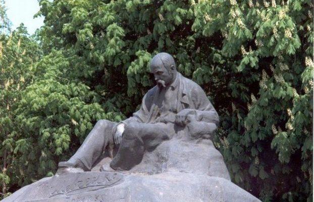 Перший пам'ятник Тарасу Шевченку в Ромнах