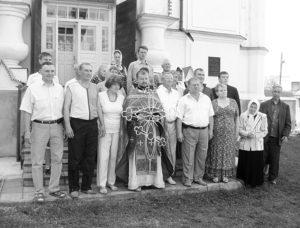 Представники громадськості на церемонії освячення хреста