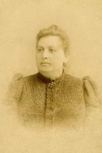 Орленко (Гужва) Софія Трифонівна, дружина Андрія Несторовича (служила покоївкою у Навроцьких). У них було троє дітей - Олександра, Віра, Раїса ( Раїса Андріївна була  мамою  Ніни Валентинівни)