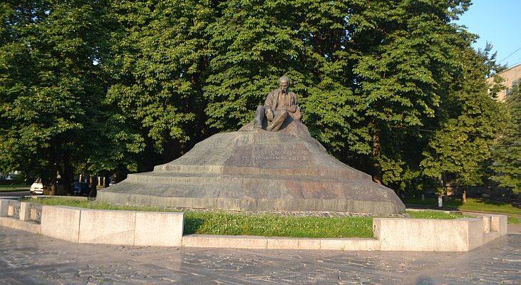 Пам'ятник Тарасу Шевченку в Ромнах