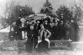 На відкритті першого у світіт пам'ятника Т.Г.Шевченку. Ромни. 1918 р.