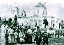 Леся Українка і Климент Квітка у Гадячі біля Успенського собору.