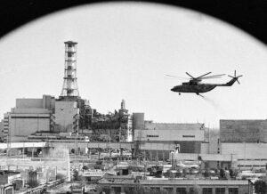 Гасіння 4-го блока із вертольотів. Фотоджерело: www.kievconnexions.blogspot.com