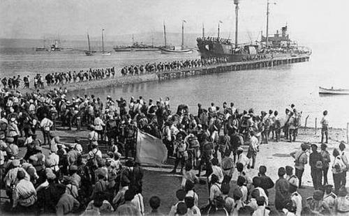 Завантаження військ на кораблі
