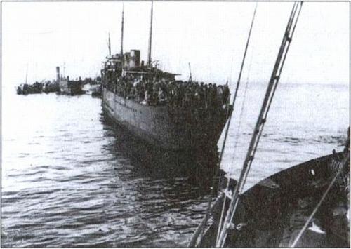 Перевантажені кораблі в морі